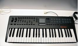 difference between synthesizer and keyboard